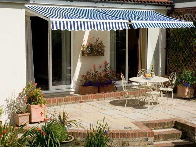 2.0m Standard Manual Awning, Blue and White Even Stripe