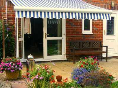 2.5m Standard Manual Awning, Blue and White Stripe
